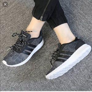 adidas le donne scarpe cunei colore nero su poshmark